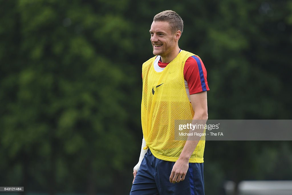 <a gi-track='captionPersonalityLinkClicked' href=/galleries/search?phrase=Jamie+Vardy&family=editorial&specificpeople=8695606 ng-click='$event.stopPropagation()'>Jamie Vardy</a> in action during the England training session on June 26, 2016 in Chantilly, France.
