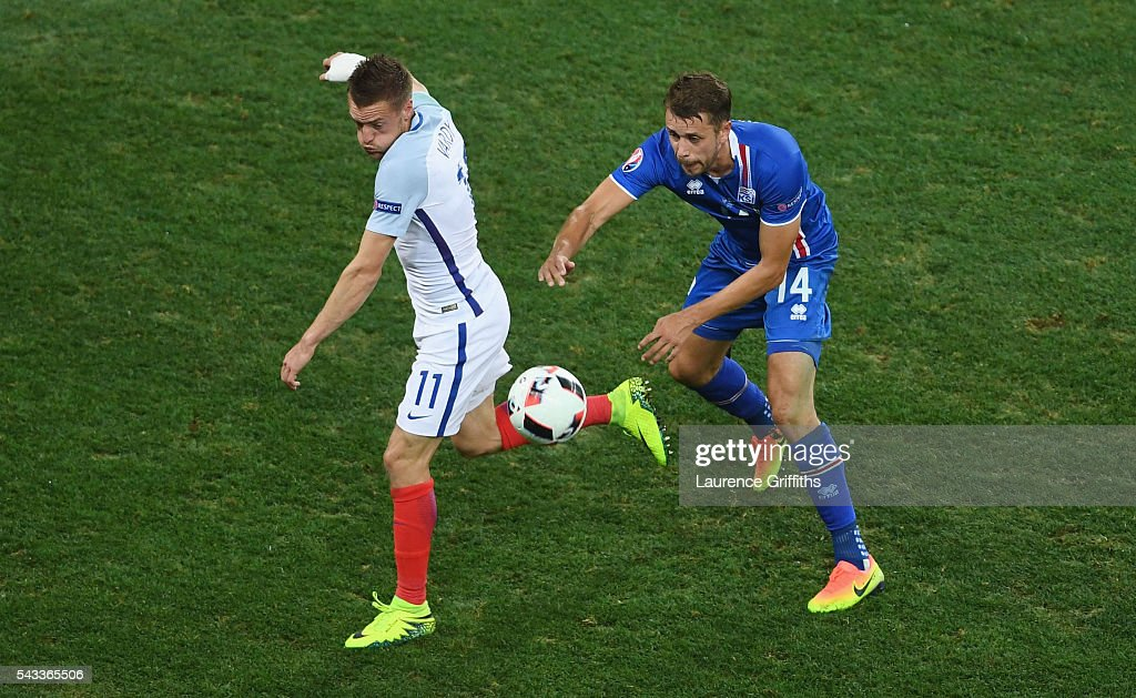 <a gi-track='captionPersonalityLinkClicked' href=/galleries/search?phrase=Jamie+Vardy&family=editorial&specificpeople=8695606 ng-click='$event.stopPropagation()'>Jamie Vardy</a> of England and Kari Arnason of Iceland compete for the ball during the UEFA EURO 2016 round of 16 match between England and Iceland at Allianz Riviera Stadium on June 27, 2016 in Nice, France.