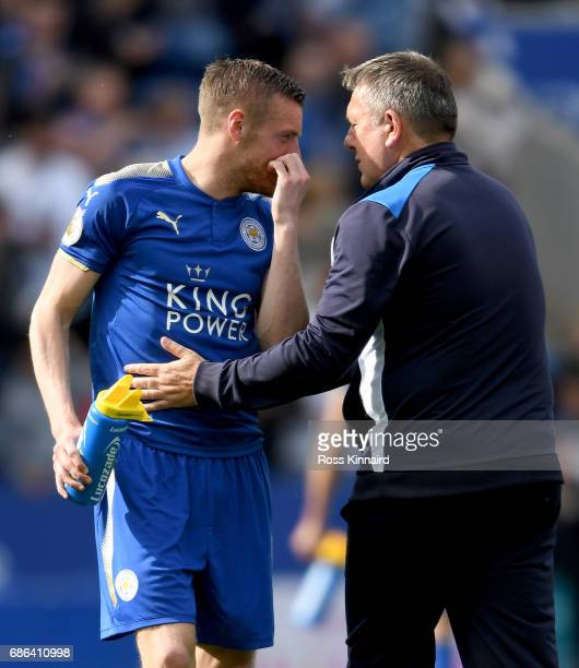 Jamie Vardy of Leicester City and Manager Craig Shakespeare during the Premier League match between Leicester City and AFC Bournemouth at The King...