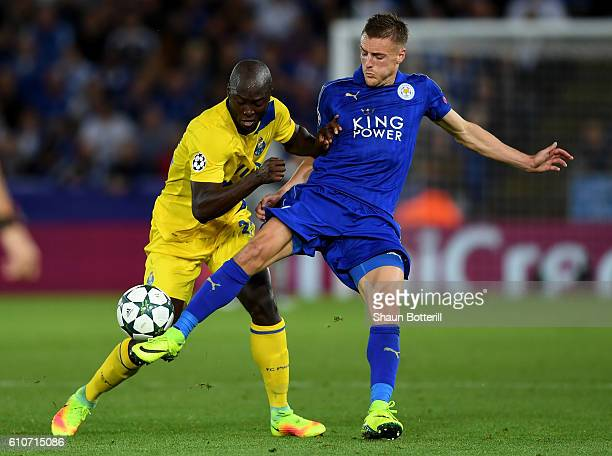 Jamie Vardy of Leicester City battles for the ball with Danilo Pereira of FC Porto during the UEFA Champions League Group G match between Leicester...