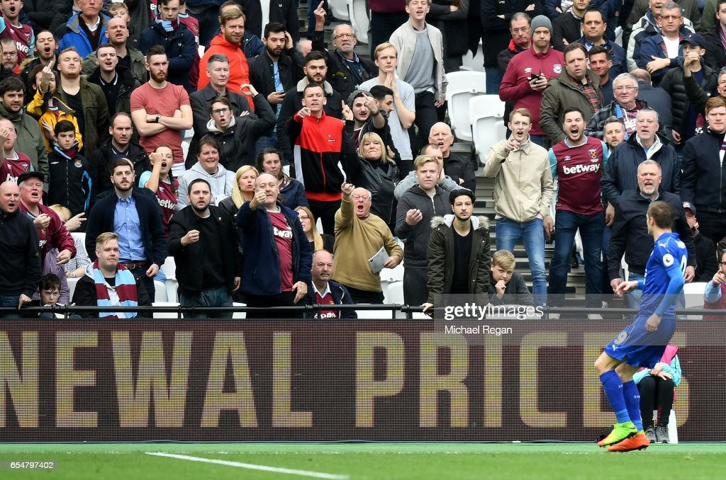 Jamie Vardy of Leicester City (R) celebrates scoring his sides third goal in front of the West Ham fans during the Premier League match between West Ham United and Leicester City at London Stadium on March 18, 2017 in Stratford, England.