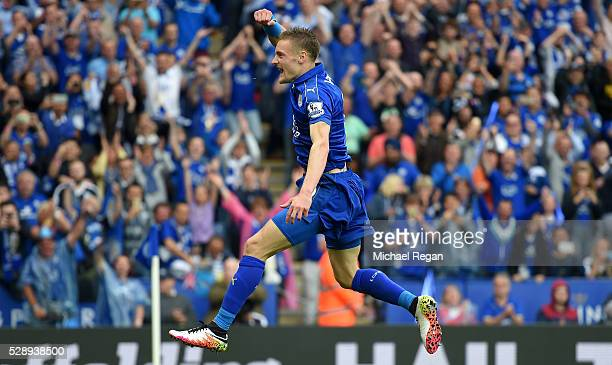Jamie Vardy of Leicester City celebrates scoring his team's third goal during the Barclays Premier League match between Leicester City and Everton at...
