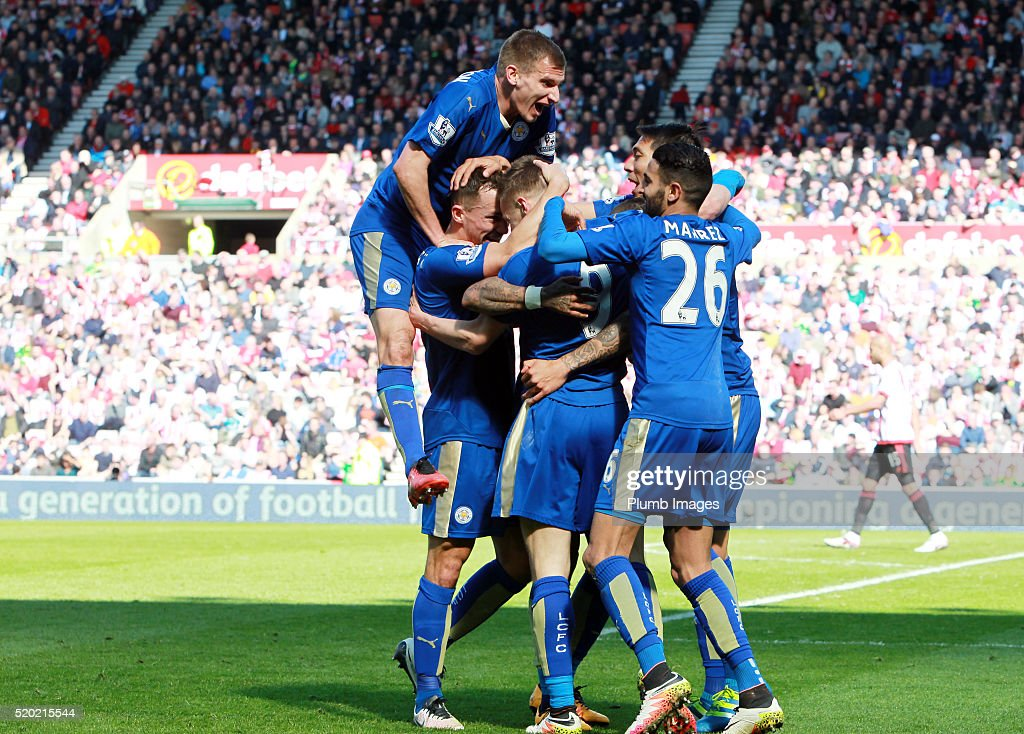 Jamie Vardy of Leicester City celebrates with his team mates after scoring to make it 0-1 during the Premier League match between Sunderland and Leicester City at the Stadium of Light on April 10, 2016 in Sunderland, United Kingdom.