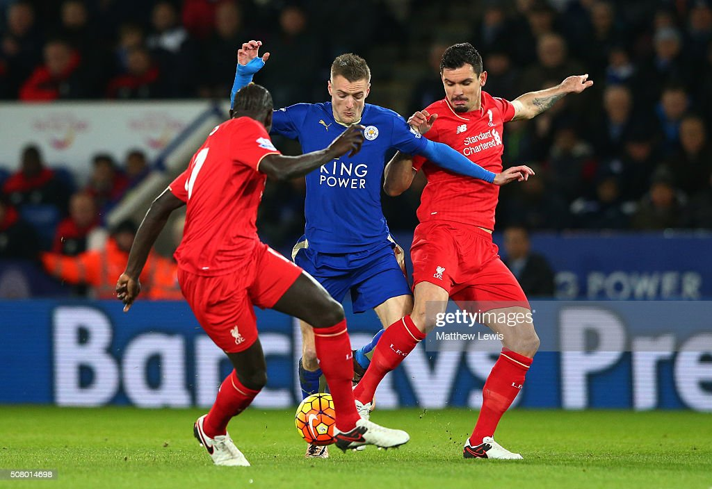 Jamie Vardy (C) of Leicester City controls the ball against Dejan Lovren (R) and Mamadou Sakho (L) of Liverpool during the Barclays Premier League match between Leicester City and Liverpool at The King Power Stadium on February 2, 2016 in Leicester, England.