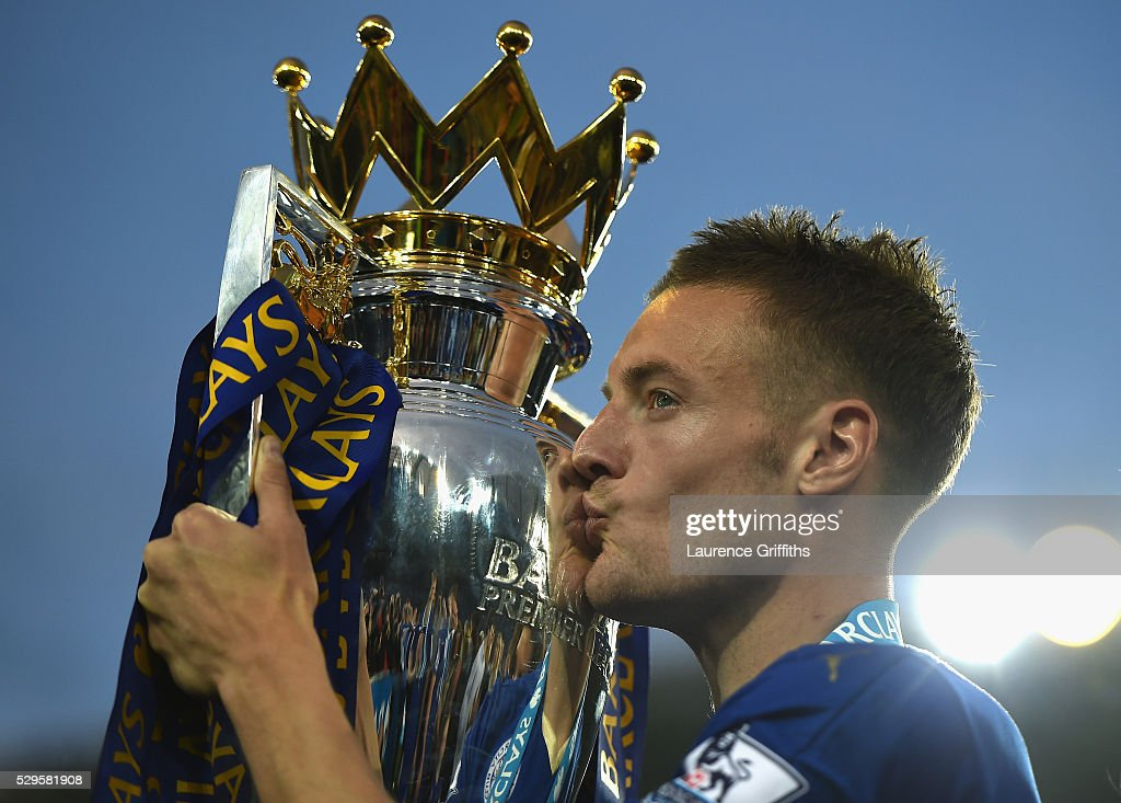 Jamie Vardy of Leicester City kisses the Premier League Trophy after the Barclays Premier League match between Leicester City and Everton at The King Power Stadium on May 7, 2016 in Leicester, United Kingdom.