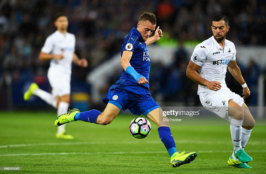 Jamie Vardy of Leicester City scores his sides first goal during the Premier League match between Leicester City and Swansea City at The King Power Stadium on August 27, 2016 in Leicester, England.