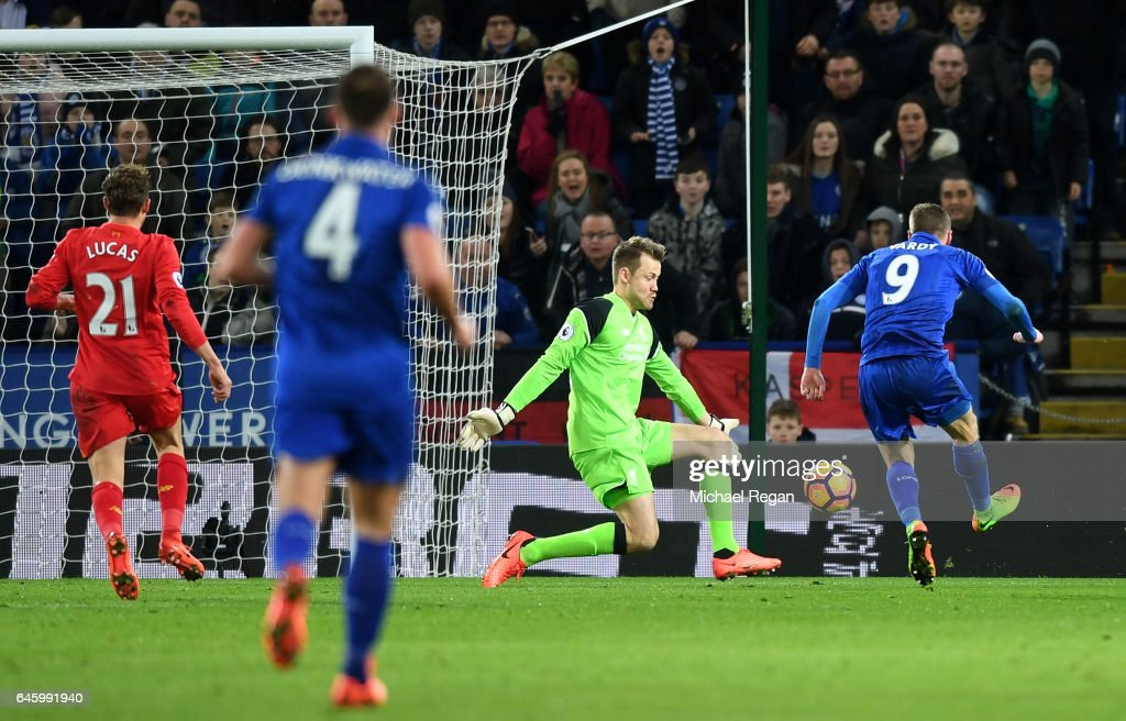 Jamie Vardy of Leicester City scores his sides first goal past Simon Mignolet of Liverpool during the Premier League match between Leicester City and Liverpool at The King Power Stadium on February 27, 2017 in Leicester, England.