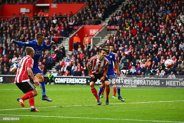 Jamie Vardy of Leicester City scores his team's first goal during the Barclays Premier League match between Southampton and Leicester City at St...