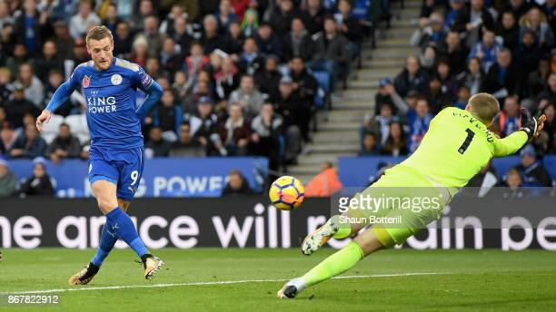 Jamie Vardy of Leicester City scores their first goal past Jordan Pickford of Everton during the Premier League match between Leicester City and...