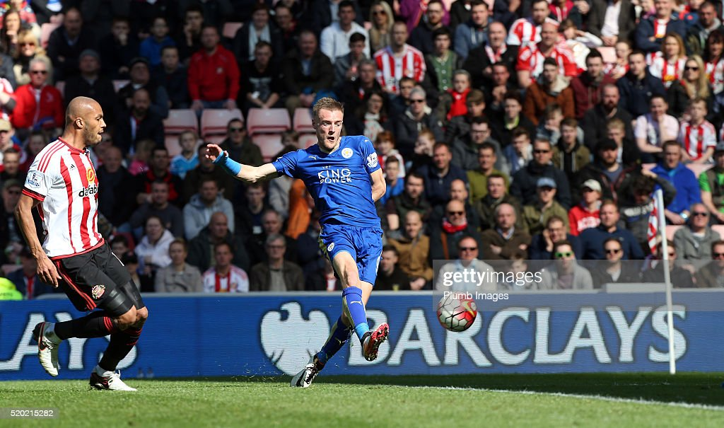 Jamie Vardy of Leicester City scores to make it 0-1 during the Premier League match between Sunderland and Leicester City at the Stadium of Light on April 10, 2016 in Sunderland, United Kingdom.