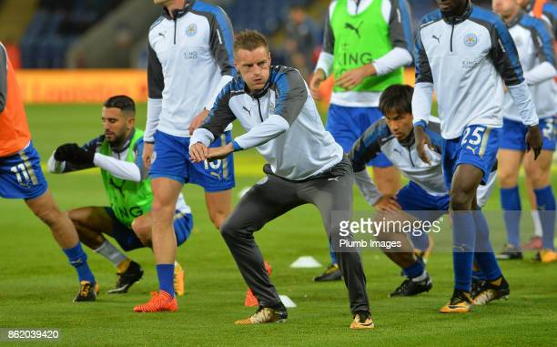 Jamie Vardy of Leicester City warms up at King Power Stadium ahead of the Premier League match between Leicester City and West Bromwich Albion at...