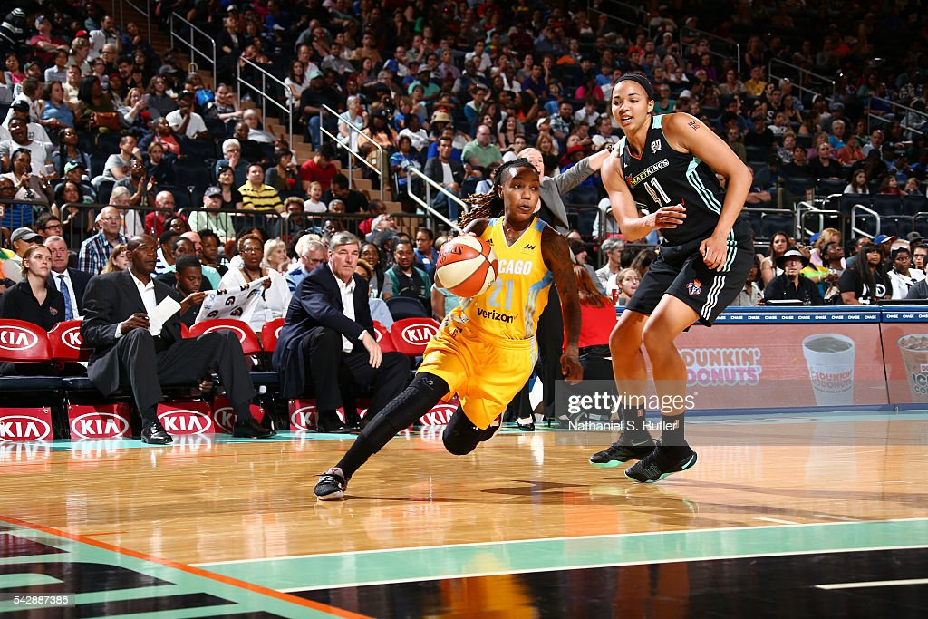 Jamierra Faulkner #21 of the Chicago Sky drives to the basket against <a gi-track='captionPersonalityLinkClicked' href=/galleries/search?phrase=Kiah+Stokes&family=editorial&specificpeople=8615620 ng-click='$event.stopPropagation()'>Kiah Stokes</a> #41 of the New York Liberty on June 24, 2016 at Madison Square Garden in New York, New York.