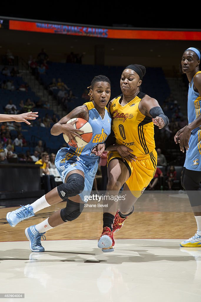Jamierra Faulkner #21 of the Chicago Sky drives to the basket against the Tulsa Shock on July 27, 2014 at the BOK Center in Tulsa, Oklahoma.