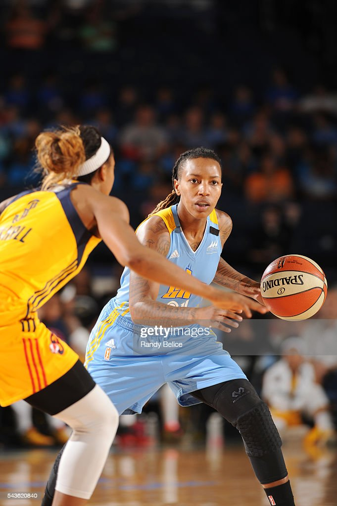 Jamierra Faulkner #21 of the Chicago Sky handles the ball against the Indiana Fever on June 29, 2016 at Allstate Arena in Rosemont, IL.