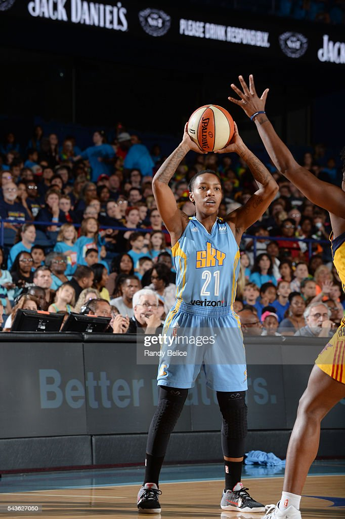Jamierra Faulkner #21 of the Chicago Sky looks to pass the ball against the Indiana Fever on June 29, 2016 at Allstate Arena in Rosemont, IL.