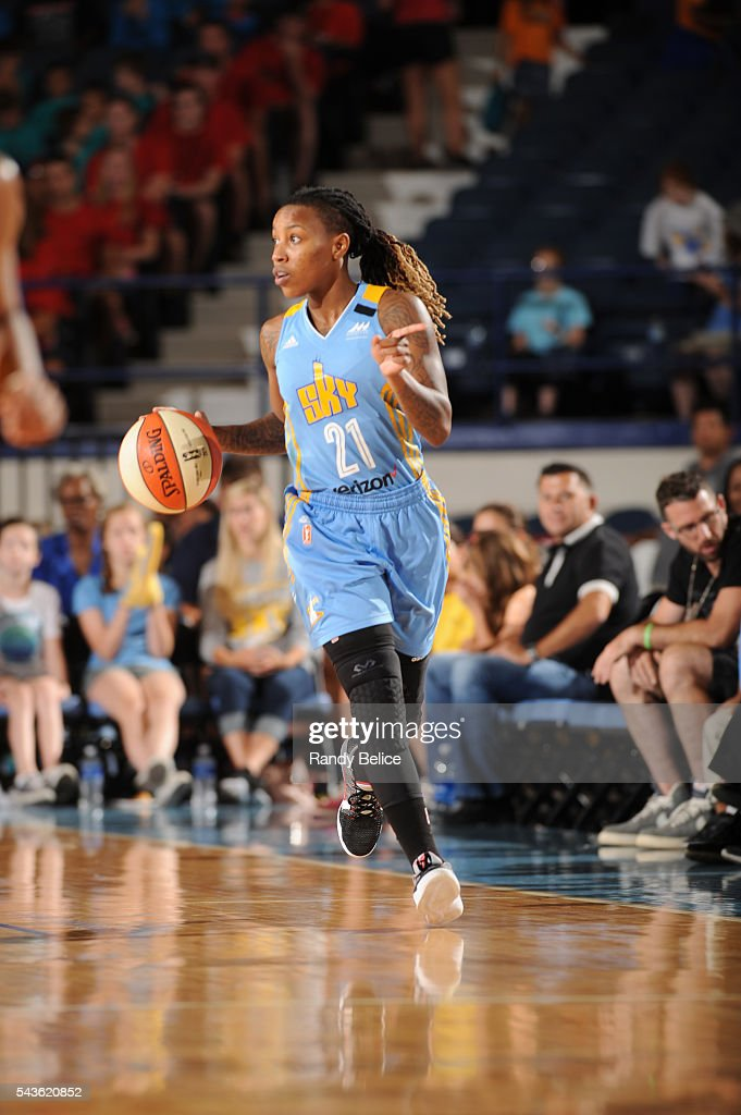 Jamierra Faulkner #21 of the Chicago Sky moves the ball against the Indiana Fever on June 29, 2016 at Allstate Arena in Rosemont, IL.