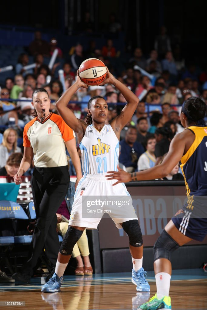 Jamierra Faulkner #21 of the Chicago Sky passes the ball against the Indiana Fever on July 22, 2014 at the Allstate Arena in Rosemont, Illinois.