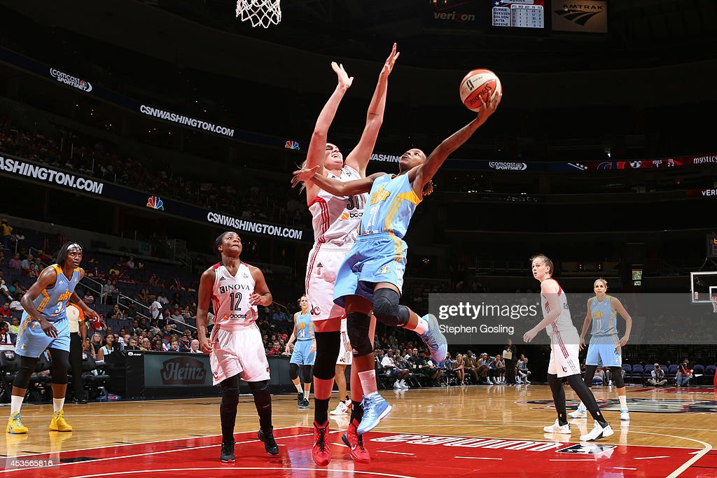 Jamierra Faulkner #21 of the Chicago Sky shoots against <a gi-track='captionPersonalityLinkClicked' href=/galleries/search?phrase=Stefanie+Dolson&family=editorial&specificpeople=7369130 ng-click='$event.stopPropagation()'>Stefanie Dolson</a> #31 of the Washington Mystics at the Verizon Center on August 13, 2014 in Washington, DC.