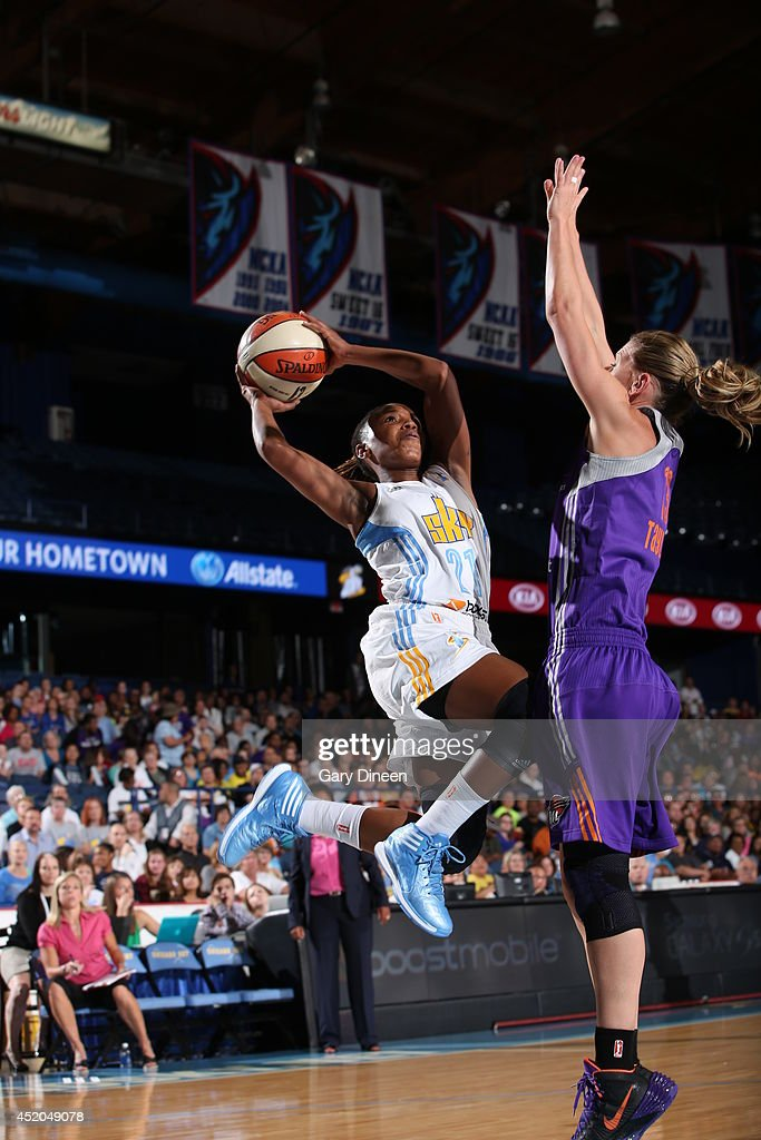 Jamierra Faulkner #21 of the Chicago Sky shoots the ball against the Phoenix Mercury on July 11, 2014 at the Allstate Arena in Rosemont, Illinois.