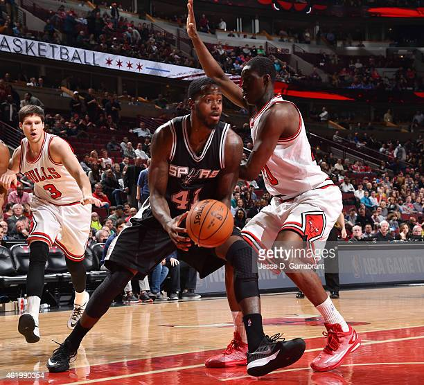 JaMychal Green of the San Antonio Spurs goes up for the layup in traffic against the Chicago Bulls at the United Center on January 21 2015 in Chicago...