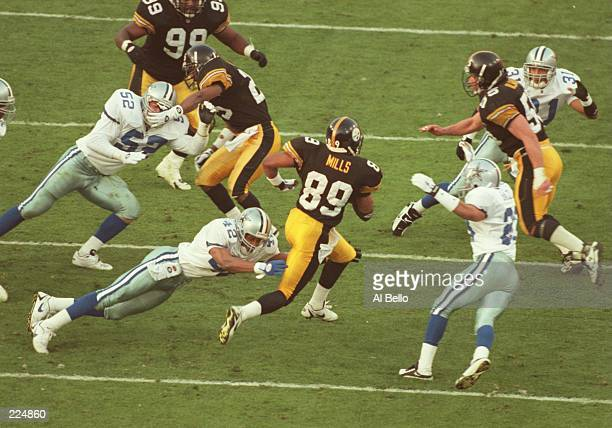 Ernie Mills of the Pittsburgh Steelers evades Dallas Cowboys defenders during a kick return in the second quarter of Super Bowl XXX at Sun Devil...
