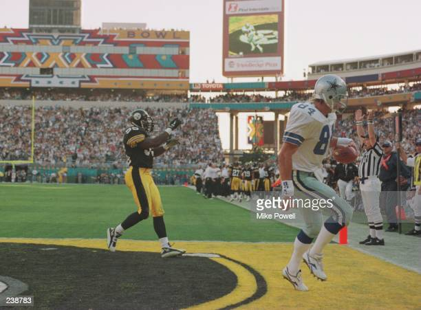 Tight end Jay Novacek of the Dallas Cowboys makes a 3yard touchdown reception past linebacker Greg Lloyd of the Pittsburgh Steelers during the...