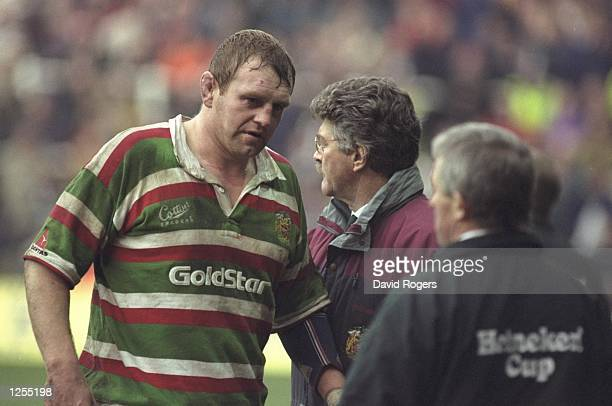 Dean Richards the captain of Leicester talks with coach Bob Dwyer During the Heineken European cup final between Leicester and Brive at the Arms Park...