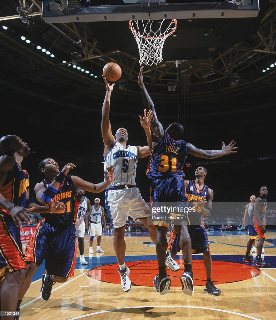 Elden Campbell shoots over Adonal Foyle