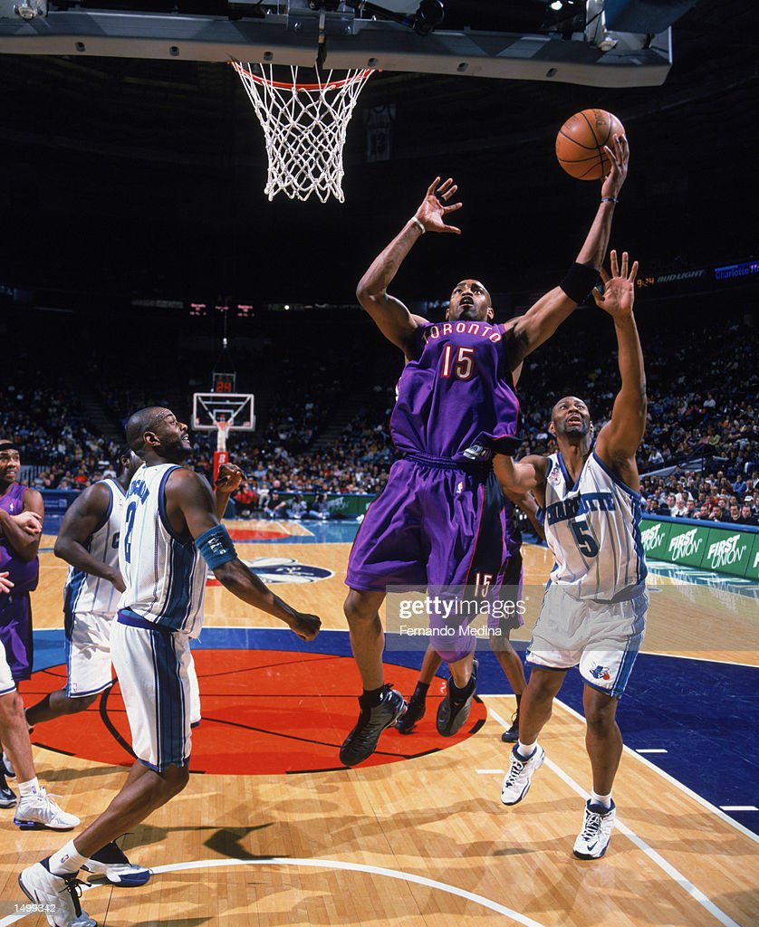 Vince Carter shoots over Elden Campbell