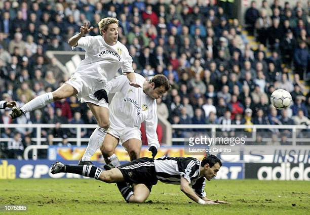 Mark Viduka and Alan Smith of Leeds clash with Nikos Dabizas of Newcastle during the Newcastle United v Leeds United FA Barclaycard Premiership match...