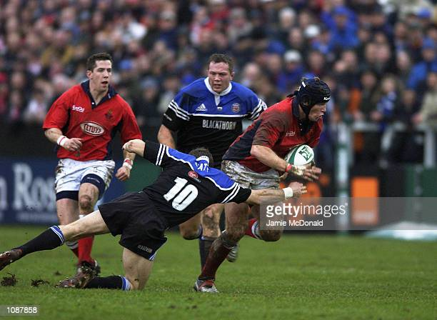 Simon Easterby of Llanelli goes past Mike Catt of Bath during the Heineken Cup quarter final game between Bath and Llanelli at the Recreation Ground...