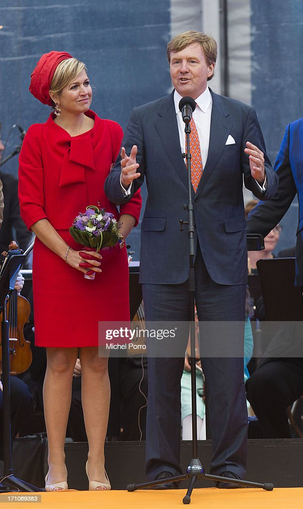 Jan Franssen, Queen Maxima of The Netherlands, <a gi-track='captionPersonalityLinkClicked' href=/galleries/search?phrase=King+Willem-Alexander&family=editorial&specificpeople=160214 ng-click='$event.stopPropagation()'>King Willem-Alexander</a> of The Netherlands and The Hague Mayor Jozias van Aartsen stand on the stage while the King thanks the people of The Netherlands for their hospitality during the provincial visits that have concluded here in The Hagueon June 21, 2013 in The Hague, Netherlands.