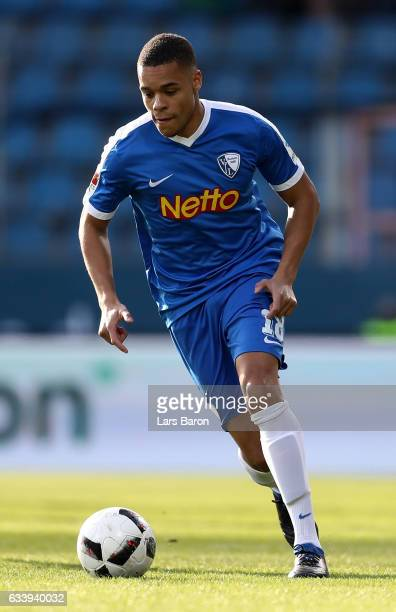 Jan Gyamerah of Bochum runs with the ball during the Second Bundesliga match between VfL Bochum 1848 and Karlsruher SC at Vonovia Ruhrstadion on...
