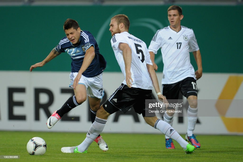 Jan Kirchhoff of Germany challenges <a gi-track='captionPersonalityLinkClicked' href=/galleries/search?phrase=Juan+Manuel+Iturbe&family=editorial&specificpeople=7492436 ng-click='$event.stopPropagation()'>Juan Manuel Iturbe</a> of Argentina during the Under 21 international friendly match between Germany U21 and Argentina U21 at Sparda-Bank-Hessen-Stadion on August 14, 2012 in Offenbach, Germany.