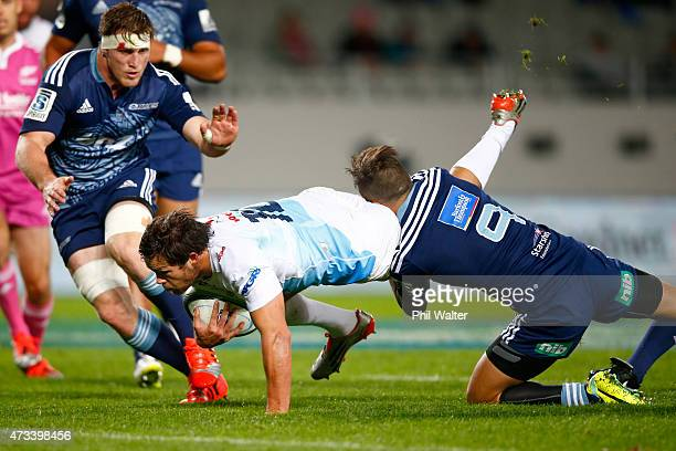 Jan Lodewyk Serfontein of the Bulls scores a try during the round 14 Super Rugby match between the Blues and the Bulls at Eden Park on May 15 2015 in...