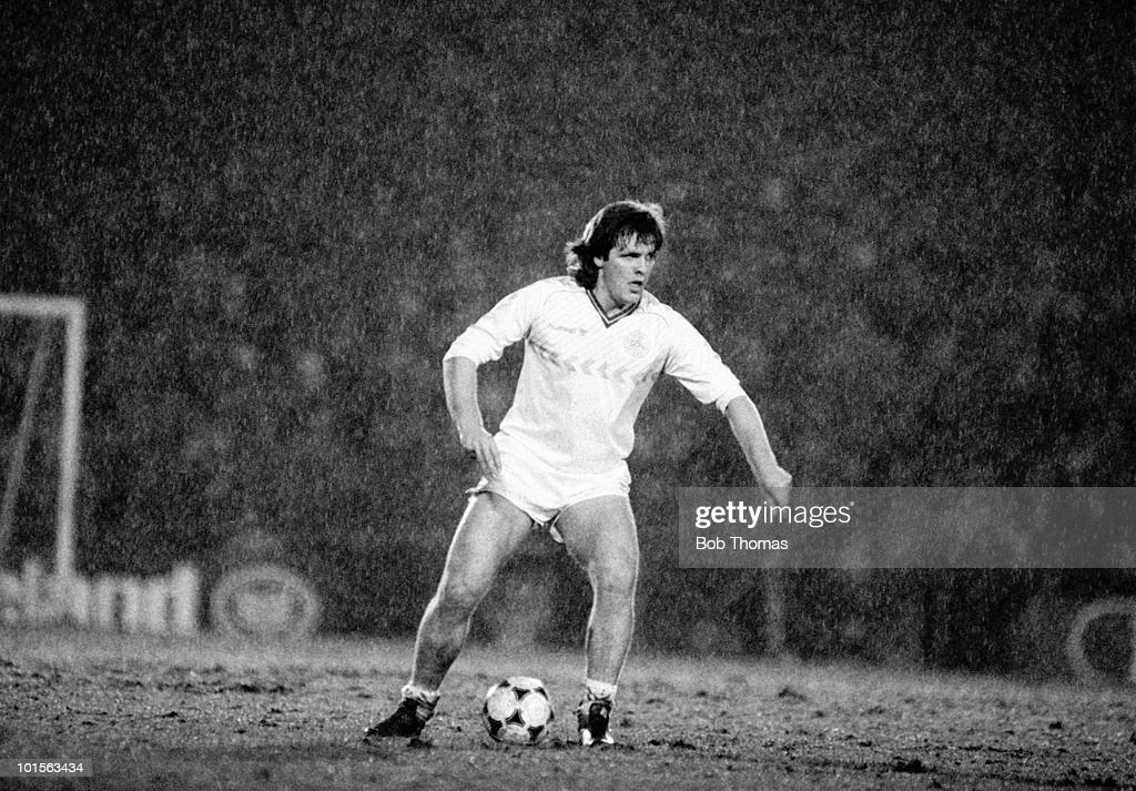 Jan Molby of Denmark in action against Northern Ireland during the friendly International match held at Windsor Park, Belfast on 26th March 1986. The match ended in a 1-1 draw. (Bob Thomas/Getty Images).