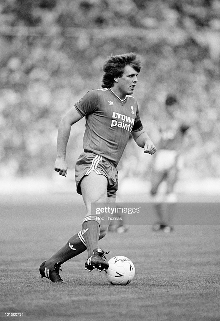 Jan Molby of Liverpool in action against Everton during the FA Charity Shield match held at Wembley Stadium, London on 16th August 1986. The match ended in a 1-1 draw. (Bob Thomas/Getty Images).