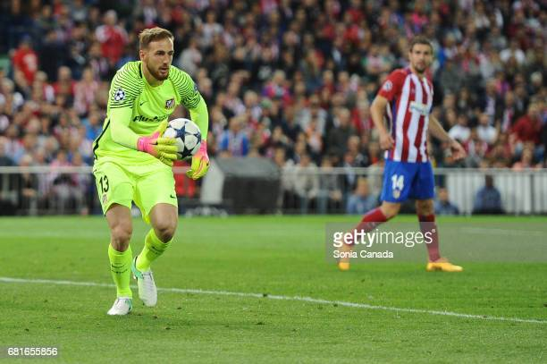 Jan Oblak #13 of Atletico de Madrid during the UEFA Champions League quarter final first leg match between Club Atletico de Madrid and Real Madrid CF...