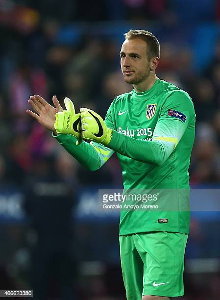Jan Oblak of Atletico Madrid applauds after the UEFA Champions League round of 16 match between Club Atletico de Madrid and Bayer 04 Leverkusen at...