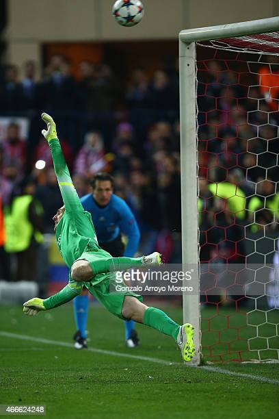 Jan Oblak of Atletico Madrid dives in the penalty shoot out during the UEFA Champions League round of 16 match between Club Atletico de Madrid and...
