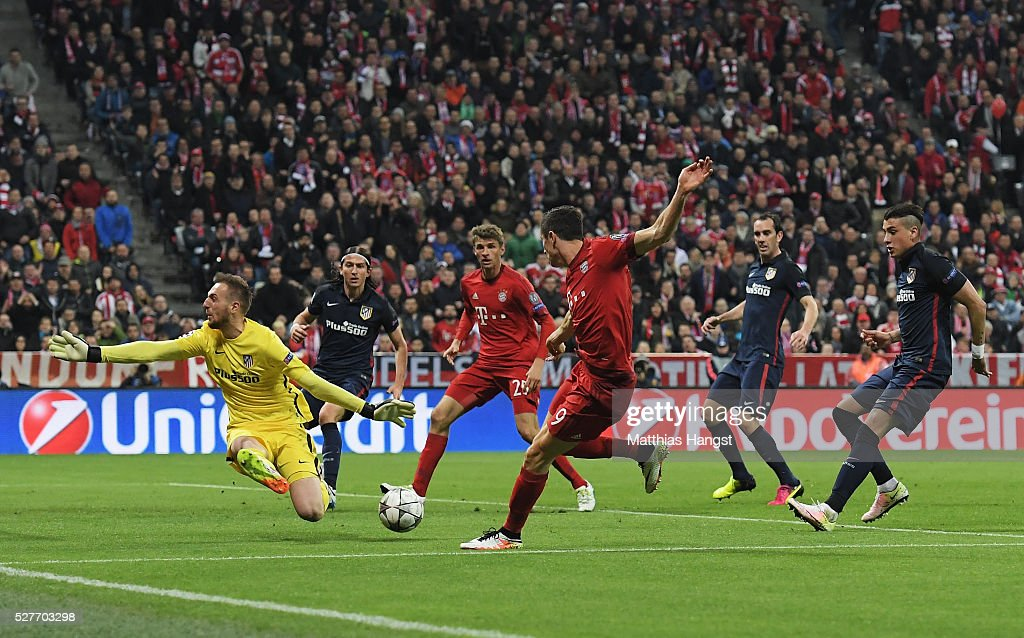 Jan Oblak of Atletico Madrid makes a save from Robert Lewandowski of Bayern Munich during UEFA Champions League semi final second leg match between FC Bayern Muenchen and Club Atletico de Madrid at Allianz Arena on May 3, 2016 in Munich, Germany.