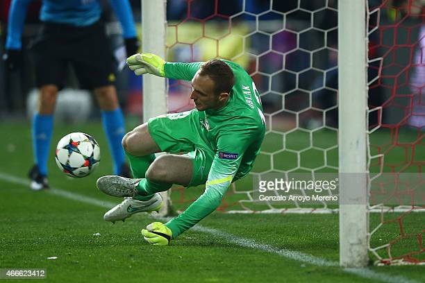 Jan Oblak of Atletico Madrid makes a save in the penalty shoot out during the UEFA Champions League round of 16 match between Club Atletico de Madrid...