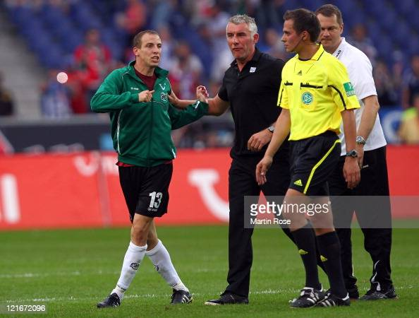 Jan Schlaudraff of Hannover argues with referee Robert Hartmann during the Bundesliga match between Hannover 96 and Hertha BSC Berlin at AWD Arena on...