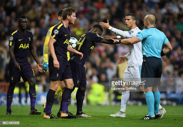 Jan Vertonghen of Tottenham Hotspur and Cristiano Ronaldo of Real Madrid argue during the UEFA Champions League group H match between Real Madrid and...