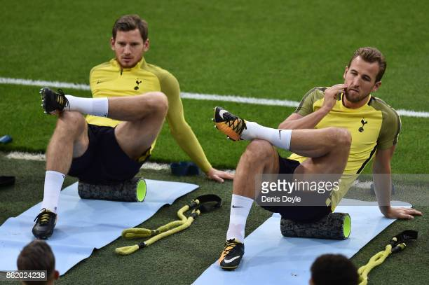 Jan Vertonghen of Tottenham Hotspur and Harry Kane of Tottenham Hotspur warm up during a Tottenham Hotspur Training Session ahead of the Champions...