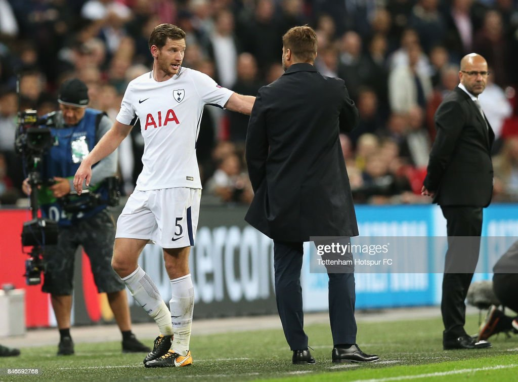Jan Vertonghen of Tottenham Hotspur argues with Mauricio Pochettino, Manager of Tottenham Hotspur after being sent off during the UEFA Champions League group H match between Tottenham Hotspur and Borussia Dortmund at Wembley Stadium on September 13, 2017 in London, United Kingdom.