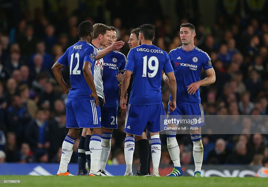 Jan Vertonghen of Tottenham Hotspur talks to referee Mark Clattenburg as the Chelsea team surround him during the Barclays Premier League match between Chelsea and Tottenham Hotspur at Stamford Bridge on May 2, 2016 in London, England.