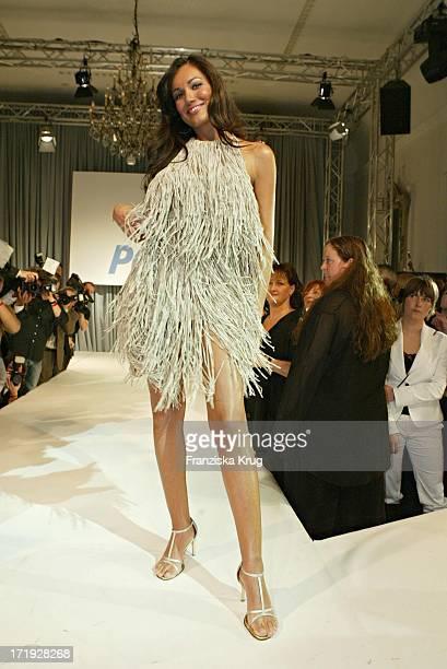 Jana Ina Modelt Bei Der '10 Jahre Peta Deutschland' Gala Im Hotel Vier Jahreszeiten In Hamburg Am 140204