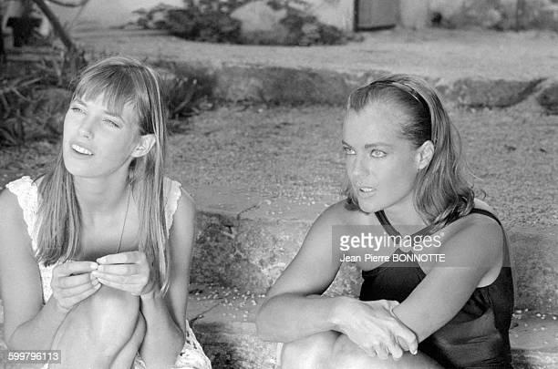 Jane Birkin et Romy Schneider pendant le tournage du film 'La Piscine' réalisé par Jacques Deray en septembre 1968 à SaintTropez France