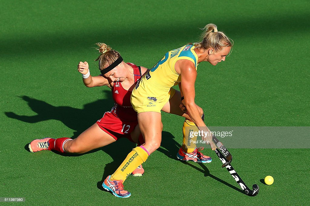 <a gi-track='captionPersonalityLinkClicked' href=/galleries/search?phrase=Jane+Claxton&family=editorial&specificpeople=10008974 ng-click='$event.stopPropagation()'>Jane Claxton</a> of Australia and Sarah Robertson of Great Britain contest for the ball during the International Test match between the Australian Hockeyroos and Great Britain at the Perth Hockey Stadium on February 20, 2016 in Perth, Australia.